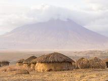 Maasai vilage i Afrika Royaltyfri Bild