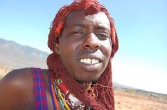 Maasaistrijder in Kenia stock afbeeldingen