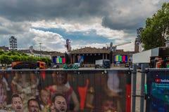 Maastricht en het vierkante worden van Vrijthof klaar voor het jaarlijkse openluchtoverleg van de vioolspeler Andre Rieu royalty-vrije stock fotografie