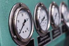 Maat drie op het dashboard van industriële compressor royalty-vrije stock fotografie