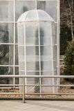 Maatregelen om hitte-houdende van installaties in de winter te beschermen Apparatenserres van polyethyleen worden gemaakt om de c stock afbeelding