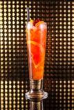 Macédoine de fruits rouge avec l'orange en verre grand photo stock