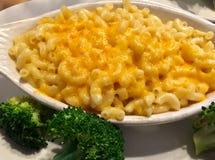 Mac e queijo com brócolis Imagens de Stock Royalty Free