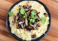 Mac e queijo com os cogumelos italianos Imagem de Stock