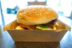 Mac Hamburger grande em McDonald Fotografia de Stock
