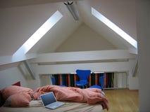 Mac mit Wohnzimmer Stockbild