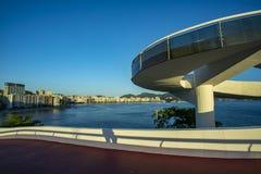mac niteroi Museum av samtida konst av Niteroi Arkitekt Oscar Niemeyer royaltyfri bild