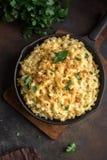 Mac och ost bakad pasta royaltyfri foto