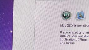 Mac Os X installeras på din dator stock video