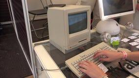 Mac viejo del ordenador Apple 4K almacen de metraje de vídeo