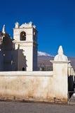 Maca Dorf-Kirche Stockfotos