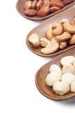 Macadamia, Mandel und Acajounüsse lokalisiert Stockfoto