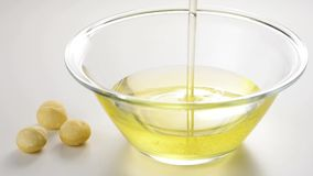 Macadamia oil and nuts