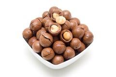 Macadamiamuttern (Ausschnittspfad)   Stockbilder