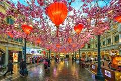MACAO, CHINA - 24 DE ENERO DE 2016: La opinión veneciana del interior del hotel turístico Imagen de archivo