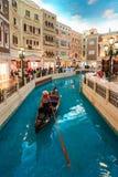MACAO, CHINA - 24 DE ENERO DE 2016: La opinión veneciana del interior del hotel turístico de Macao Imagen de archivo