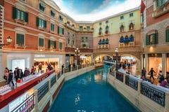 MACAO, CHINA - 24. JANUAR 2016: Die venetianische Macao-Urlaubshotelinnenraumansicht Lizenzfreie Stockfotografie