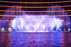 Macao, China - 2014 10 15: Macao - la capital de juego de Asia La foto de la demostración de la fuente del baile en el hotel famo Imágenes de archivo libres de regalías