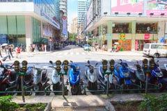 MACAO CINA - 22 agosto - motociclo della via e del motorino nel lato Immagini Stock Libere da Diritti