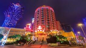 Macao-Kasino-Nachtstadtbild-Zeitspanne (Wanne geschossen) stock video footage