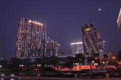 Macao kasinosemesterorter och kasino under konstruktion i Macao vid natt Royaltyfria Foton