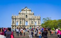 Macao Kina - December 9, 2016: Turist- och lokalinvånarewa Arkivfoton