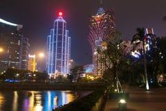 Macao Kina - 2014 10 15: Macao - dobblerihuvudstaden av Asien Fotoet av det berömda storslagna Lissabon hotellet Arkivfoto