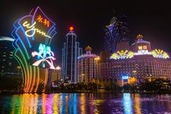 Macao Kina - 2014 10 15: Macao - dobblerihuvudstaden av Asien Fotoet av det berömda Wynn hotellet Royaltyfri Foto