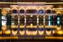 Macao Kina - 2014 10 15: Macao - dobblerihuvudstaden av Asien Fotoet av det berömda Wynn hotellet Arkivbilder
