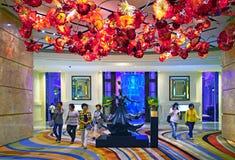 Macao - November 20, 2015: Inre för Mgm Grand hotelllobby arkivbilder