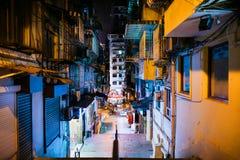 MACAO, PAŹDZIERNIK - 18, 2017: Aleja w mieście centrala Macao przy nocą zdjęcie stock