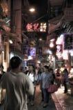 MACAO, PEOPLE'S-REPUBLIEK VAN CHINA - OKTOBER 18: Mening van nacht het winkelen street's levensstijl Stock Foto