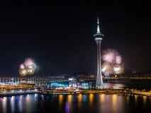 Macao-Turm, -brücke und -Feuerwerke lizenzfreies stockfoto