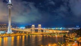 Macao-Turm und Macao-Brücken-Markstein-Ort von Macao China auf Nachtzeit stock video footage