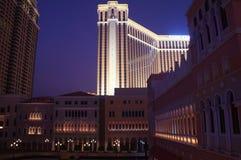 Macao Venetian kasinosemesterort vid natt Royaltyfria Foton