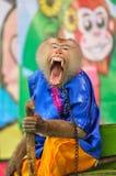 Macaquen gäspar under Thailand apashow. Royaltyfri Foto