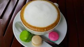 Macaro s och kaffe Royaltyfri Fotografi