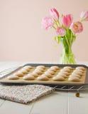 Macaron auf Backblech Stockfotografie