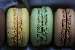 Macaron de pistache, de citron et de chocolat Image stock