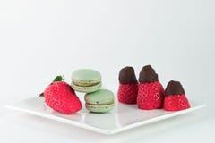 Macaron del chocolate de la fresa Fotografía de archivo