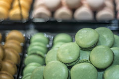 Macaron français traditionnel de dessert Photographie stock libre de droits