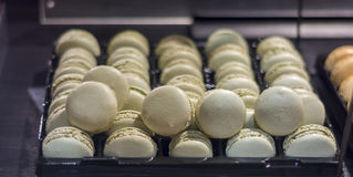 Macaron français traditionnel de dessert Images libres de droits