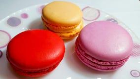 Macaron jest Francuskim słodycze jajeczni biel, sproszkowany cukier, granulowany cukier, zmieloni migdały i karmowa kolorystyka, Obraz Stock