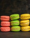 Macaron of makaronskoekje, smakelijk dessert De achtergrond van het voedsel stock foto