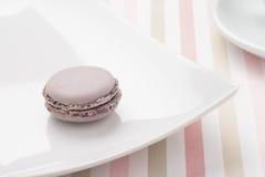 Macaron na talerzu Zdjęcia Stock