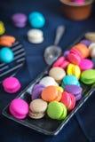 Macaron sabroso colorido del postre dulce delicioso del primer Imágenes de archivo libres de regalías