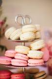 Macaron skärm på bröllopmottagandet Royaltyfri Fotografi