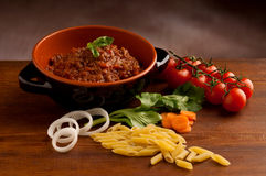 macaroni κύπελλων ragu ακατέργαστο Στοκ εικόνα με δικαίωμα ελεύθερης χρήσης