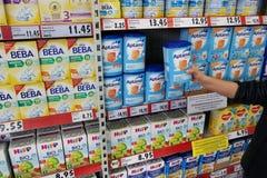 macaroni τροφίμων ανασκόπησης μωρών ακατέργαστο λευκό Στοκ Εικόνες