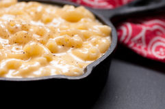 macaroni and cheese in a skillet Stock Images
